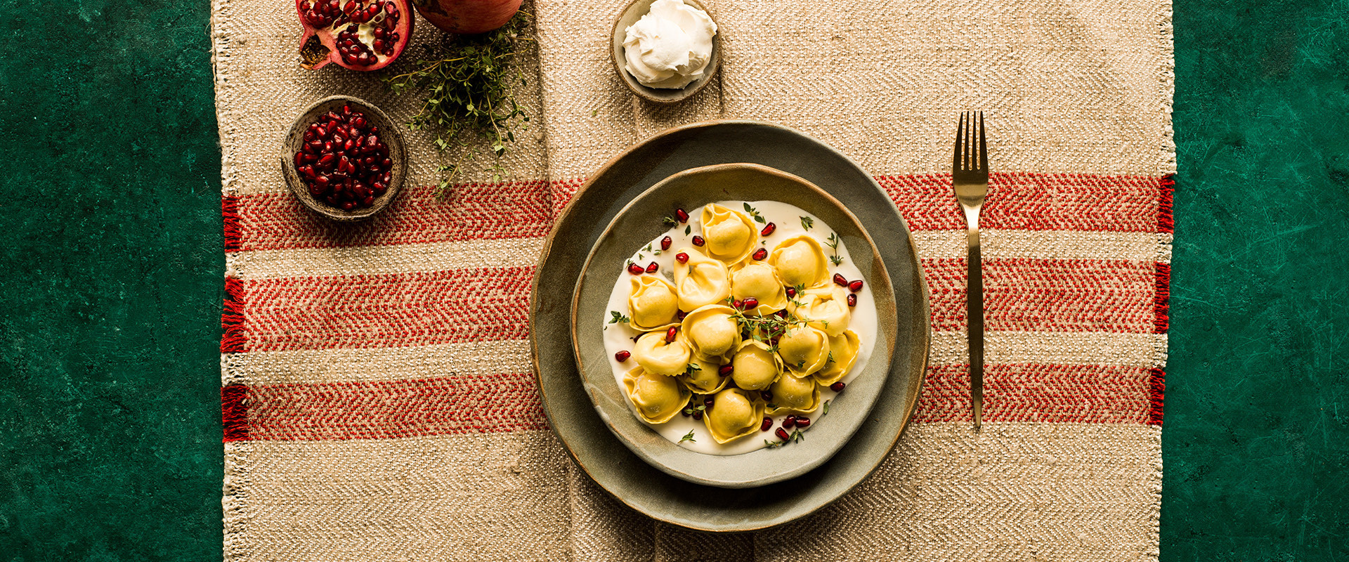CC-ricette-natale2020-sfogliavelo-pecorino-prosciutto-mascarpone-melagrana-timo-D.jpg