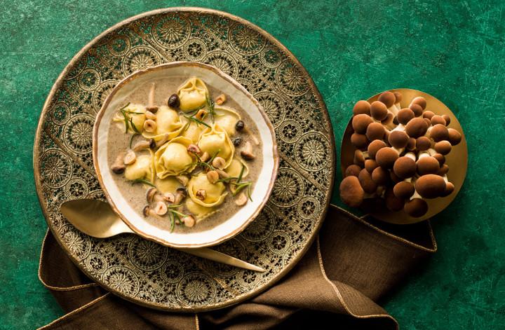 CC-ricette-natale2020-sfogliavelo-speck-formaggio-funghi-nocciole-rosmarino-T.jpg