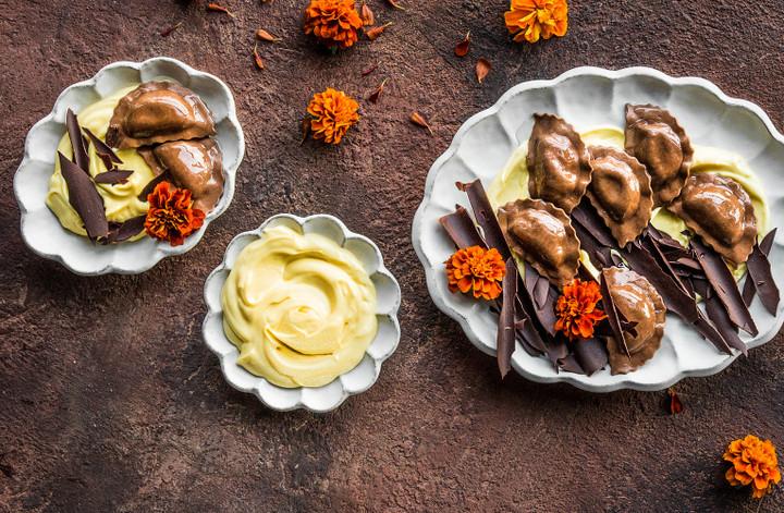 IT-ricette-ravioli-cioccolato-crema-pasticcera-scaglie-cioccolato-T.jpg