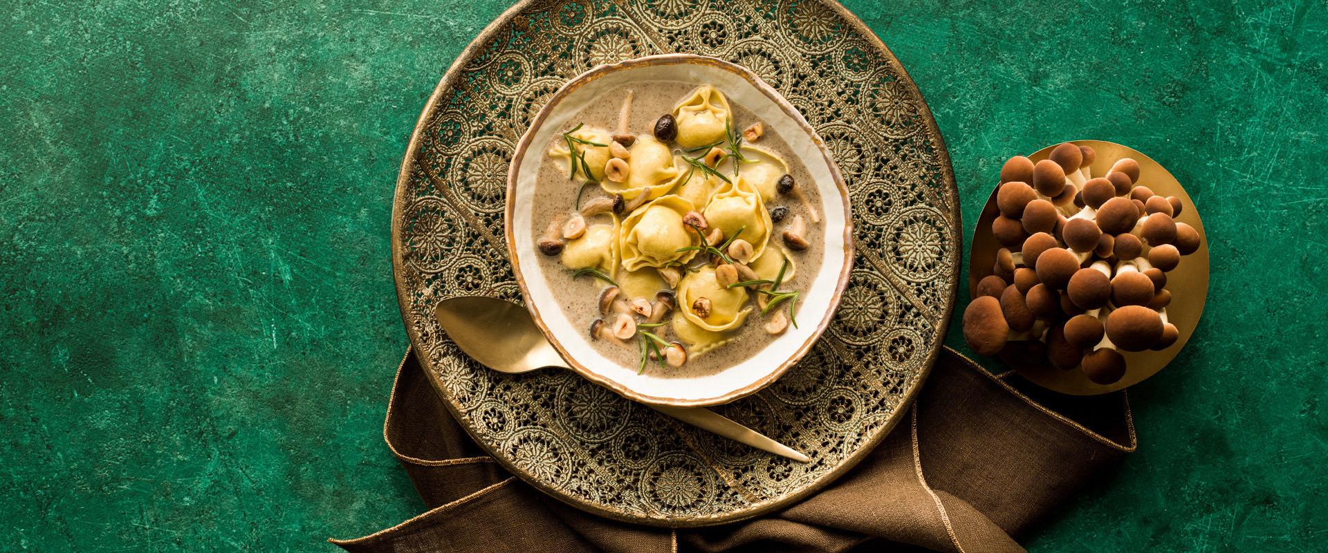 CC-ricette-natale2020-sfogliavelo-speck-formaggio-funghi-nocciole-rosmarino-D.jpg