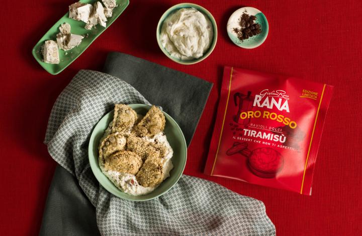 Ravioli-dolci-al-tiramisù-con-crema-di-mascarpone-al-torrone-e-polvere-di-caffè-ORO_ROSSO_2030-Modifica-1530x1000-T.jpg